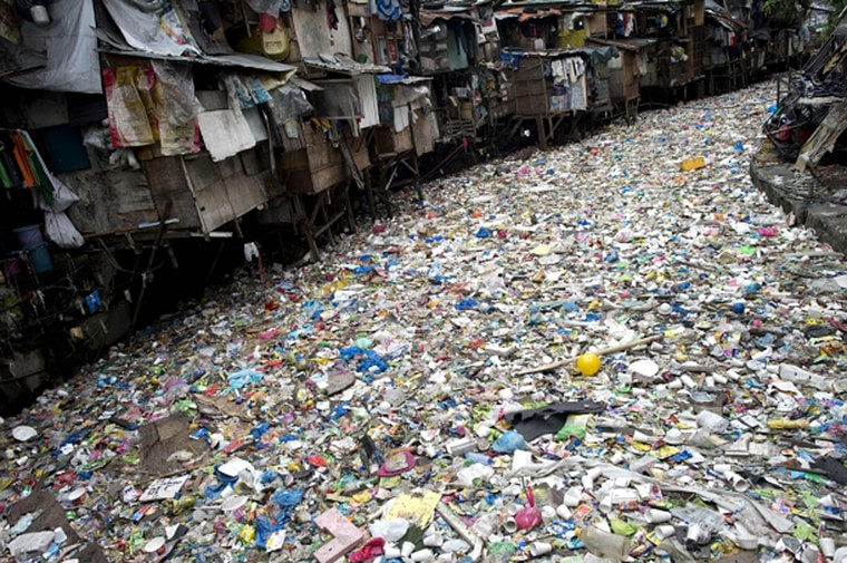 riviere remplie ordures manille philippines