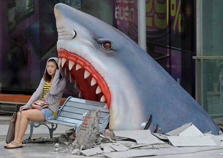 tokyo banc et requin dans la rue