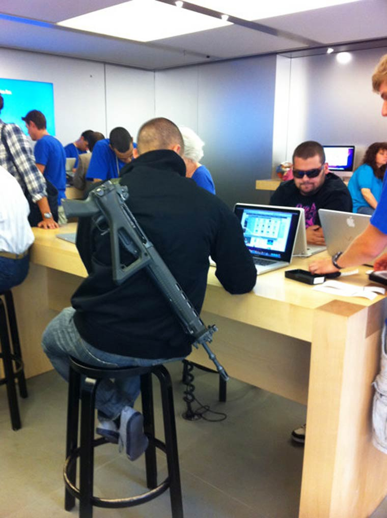 un-homme-arme-apple-store