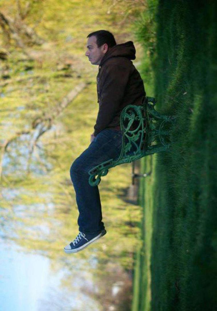 illusion-assis-sur-un-banc