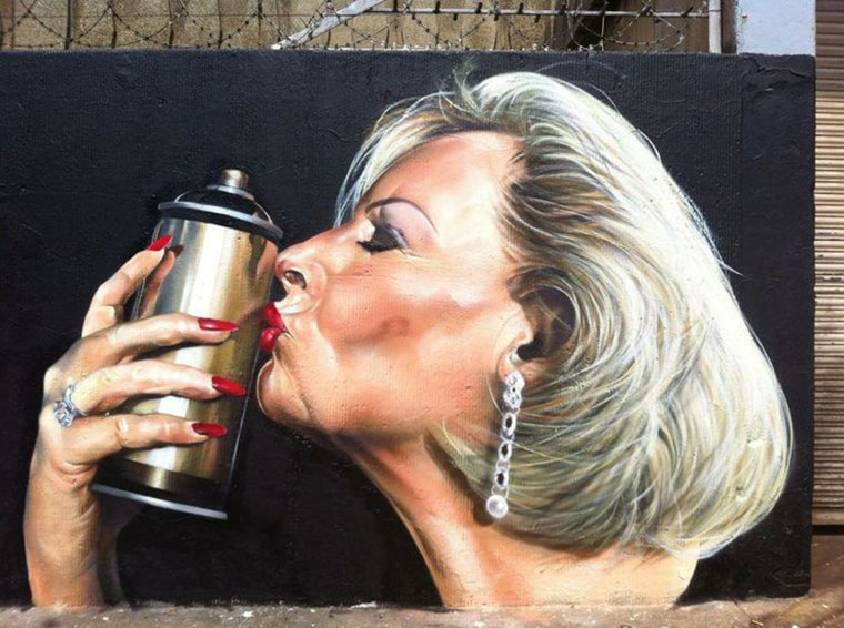 street art une cougar blonde