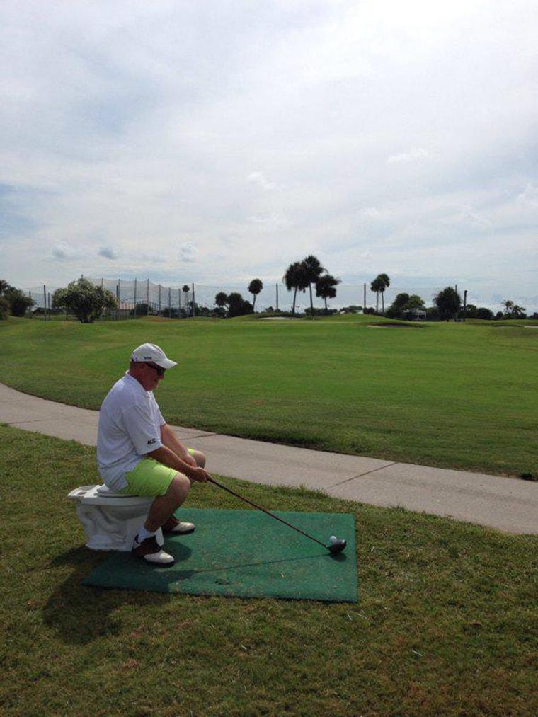 un golfeur sur son trone