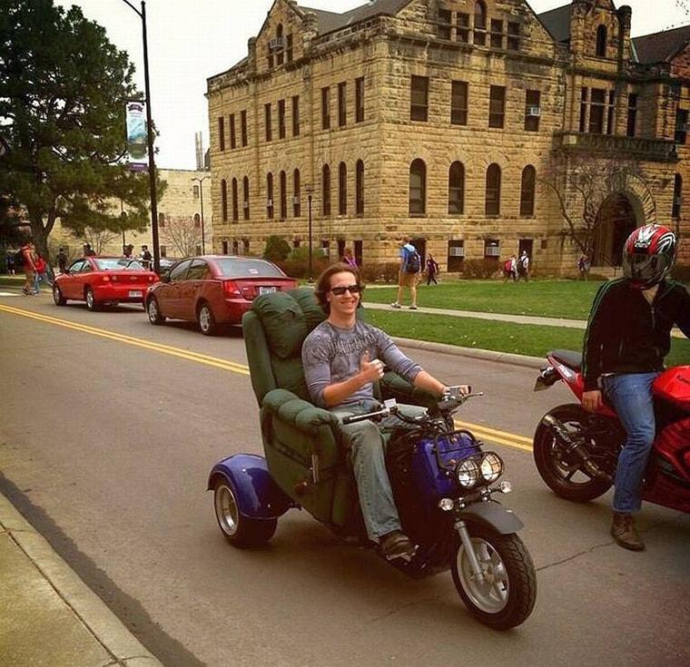 une moto 3 roues fauteuil