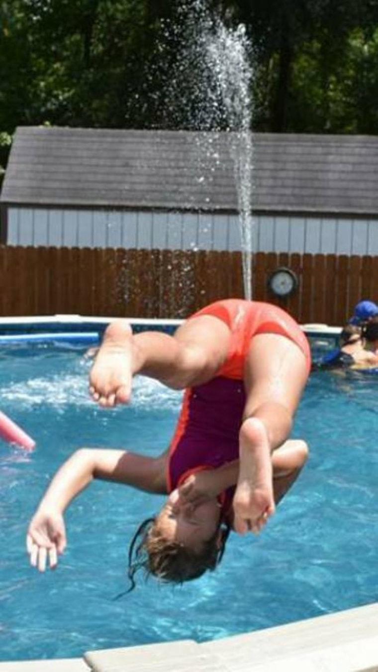 photobomb dans la piscine