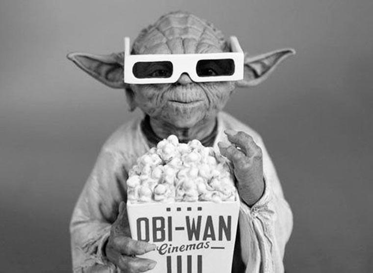 maitre yooda qui mange du popcorn