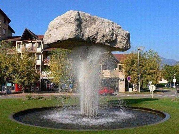 une fontaine a eau tres puissante