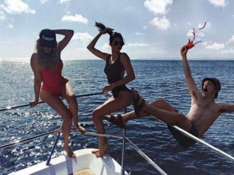 pince mi et pince moi son sur un bateau