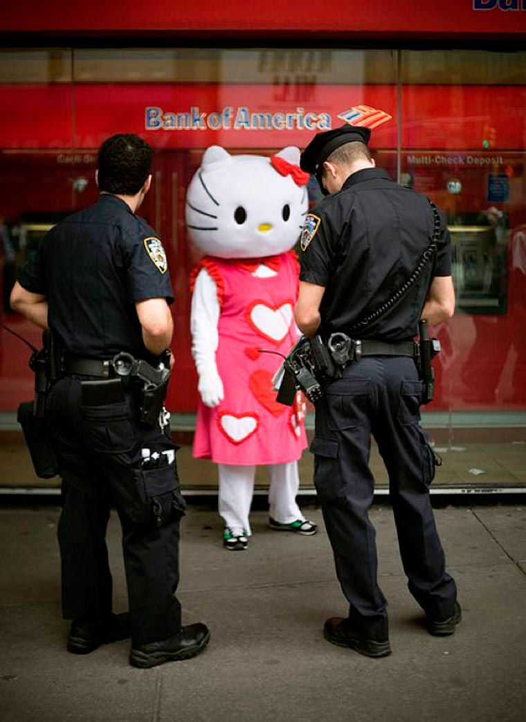hello kitty controle police